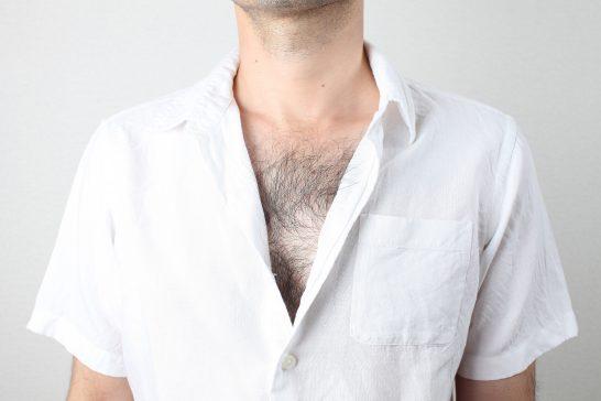 胸毛が濃い人は処理すべき理由。全身脱毛した僕がメリットを全て解説