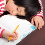 小1の子供の通知表(成績)が悪い。両親が改善して勉強できるようになった方法全部書く